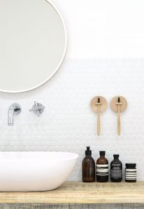 Decorating The Bathroom On Budget – Cool DIY Ideas You Should Try