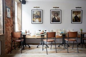 15 Fresh Ideas for Creative Room Decorating with Photographs