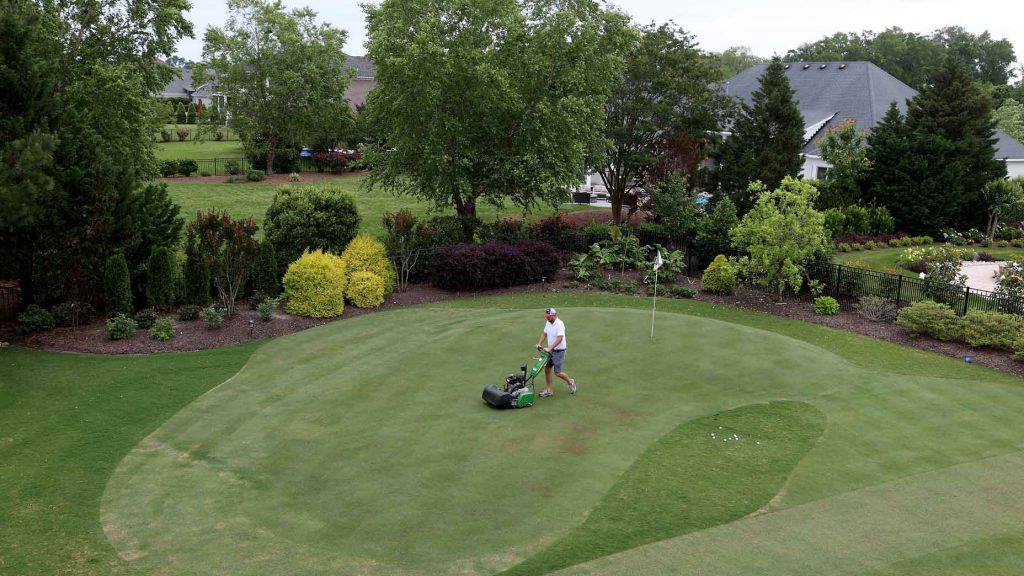 How to make your own backyard putting green in just 8 ...